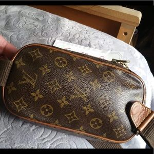 Louis Vuitton Bags - LOUIS VUITTON GANGE VERY GOOD CONDITION CA0033